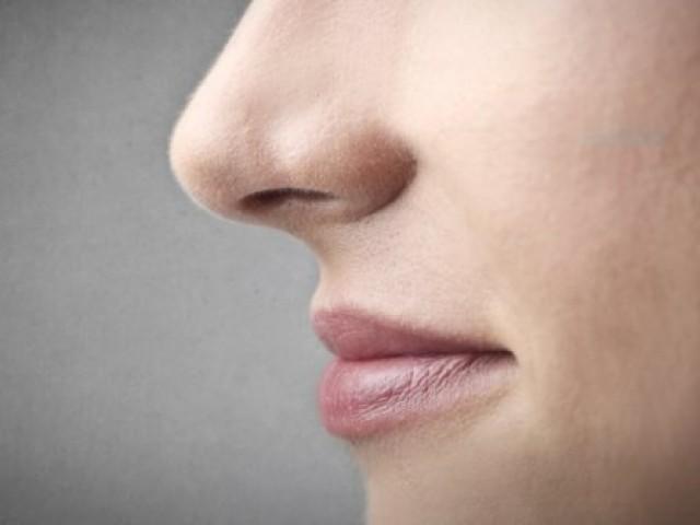 3.Sering memegang hidung dan kembang kempis hidungnya