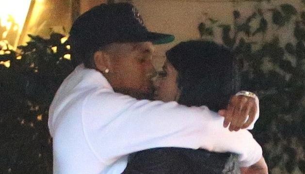Nggak Tahan, Adik Kim Kardashian Nggak Berhenti Ciuman