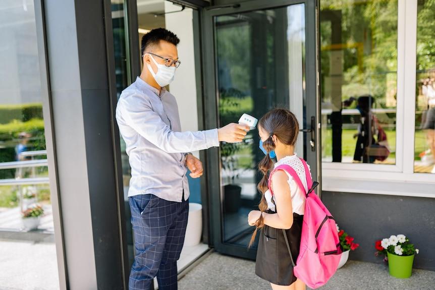 Penularan COVID-19 Meningkat di Sekolah yang Guru dan Muridnya Tidak Pakai Masker - JPNN.com