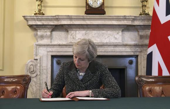 Inggris Diombang-ambing Brexit, Pound Sterling Malah Meroket