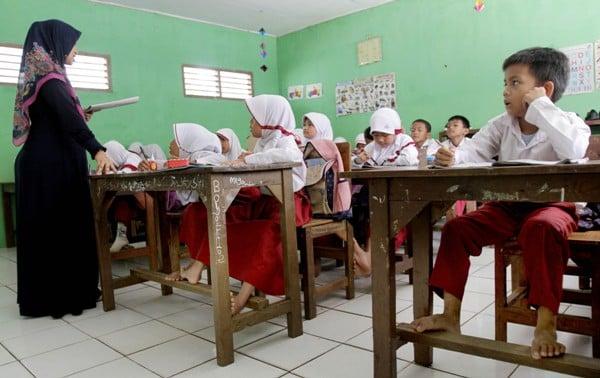 Kurang Tenaga Pendidik Guru Ini Harus Mengajar 6 Kelas Jpnn Com