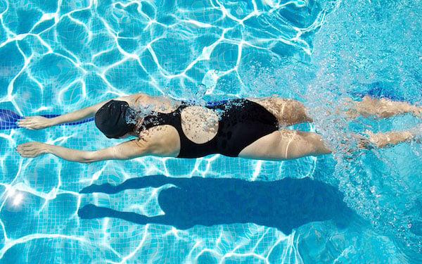 Wanita Bisa Hamil Karena Berenang? Begini Penjelasan dr Theresia - JPNN.com