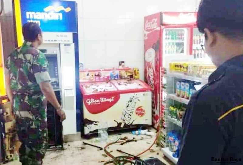 Perampok Bertopeng Ubrak Abrik Minimarket Uang Rp 630 Juta Di Atm Dibawa Kabur Jpnn Com