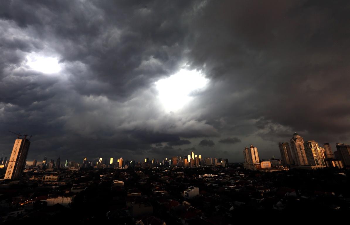 Perkiraan Cuaca Hari Ini Siang Hujan Sore Petir Dan Angin Kencang Jpnn Com