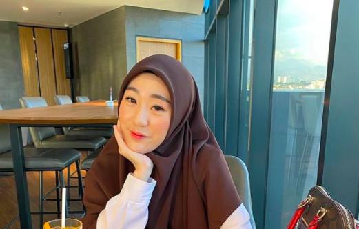 Konon Pindah Agama Setelah Bercerai, Larissa Chou Beri Penjelasan - JPNN.com