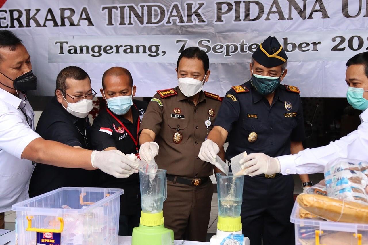 Begini Sepak Terjang Bea Cukai Tangerang Memberantas Rokok Ilegal - JPNN.com