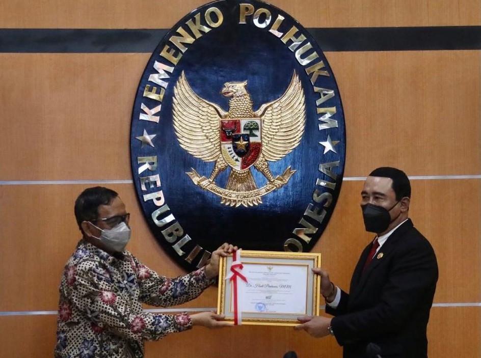 Selesaikan Tapal Batas RI-Malaysia, Mahfud Ganjar Hadi Prabowo Penghargaan - JPNN.com