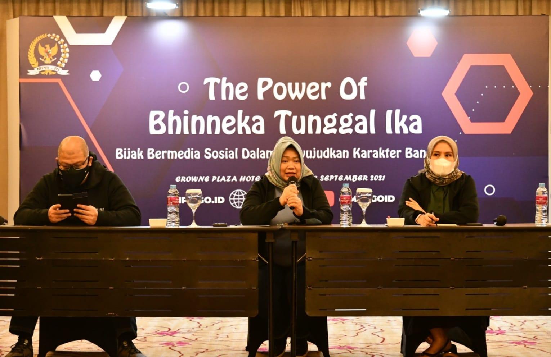 Siti Fauziah Ingatkan Generasi Milenial Agar Bijak Bermedia Sosial - JPNN.com