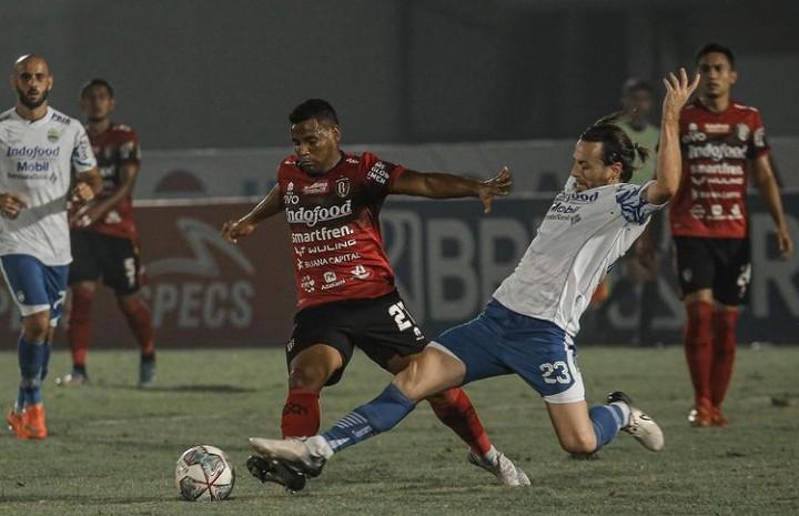 Cerdik, Begini Cara Bali United Imbangi Persib Hanya dengan 10 Pemain - JPNN.com