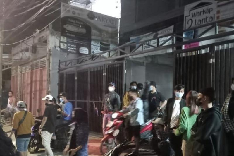Petugas Mendatangi Warkop di Koja Jakut, Lihat yang Terjadi - JPNN.com