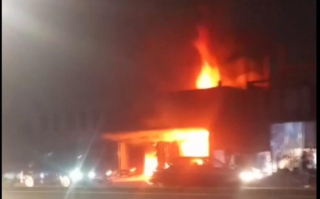 Kebakaran Toko Furnitur di Cilandak, 7 Unit Branwir Diterjunkan - JPNN.com
