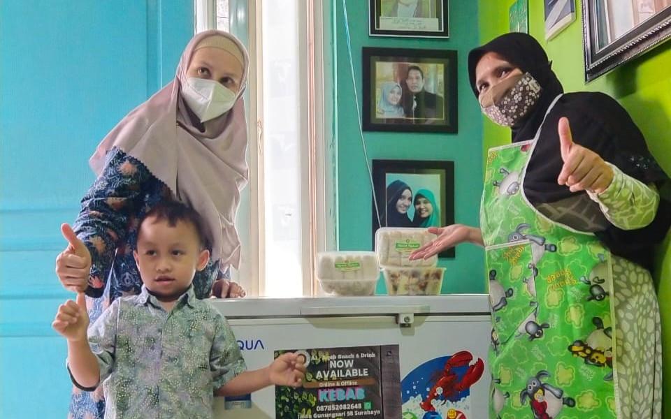 PKH ITS Dampingi UKM di Surabaya Memperoleh Perizinan Usaha - JPNN.com