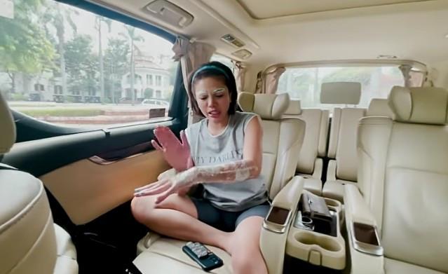 3 Berita Artis Terheboh: Tangan Nikita Mirzani Diperban, Hotman Bicara Kasus Ayah Taqy Malik - JPNN.com