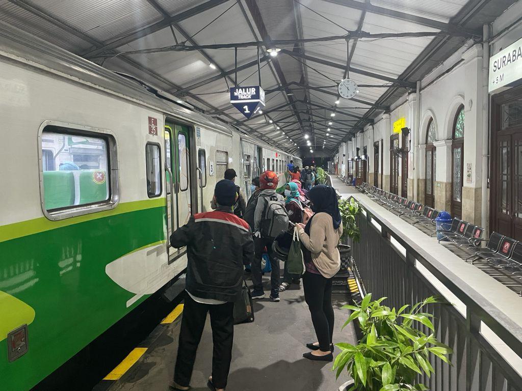 Peraturan Terbaru, Ini Syarat Naik Kereta dari Daop 8 Surabaya - JPNN.com