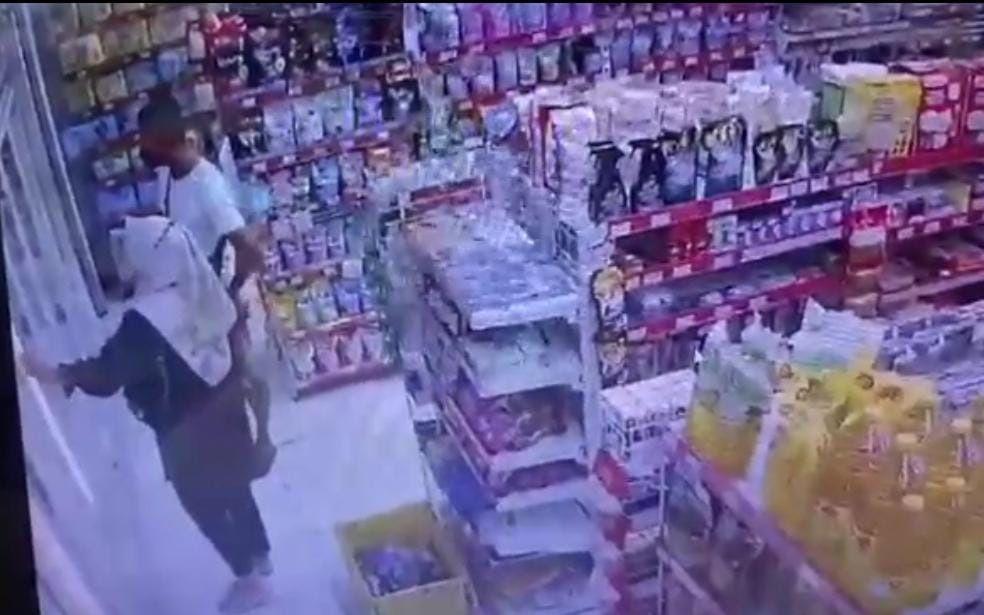 Lihat, Dua Sejoli Terekam CCTV Berbuat tak Terpuji di Alfamart, Ada yang Kenal? - JPNN.com