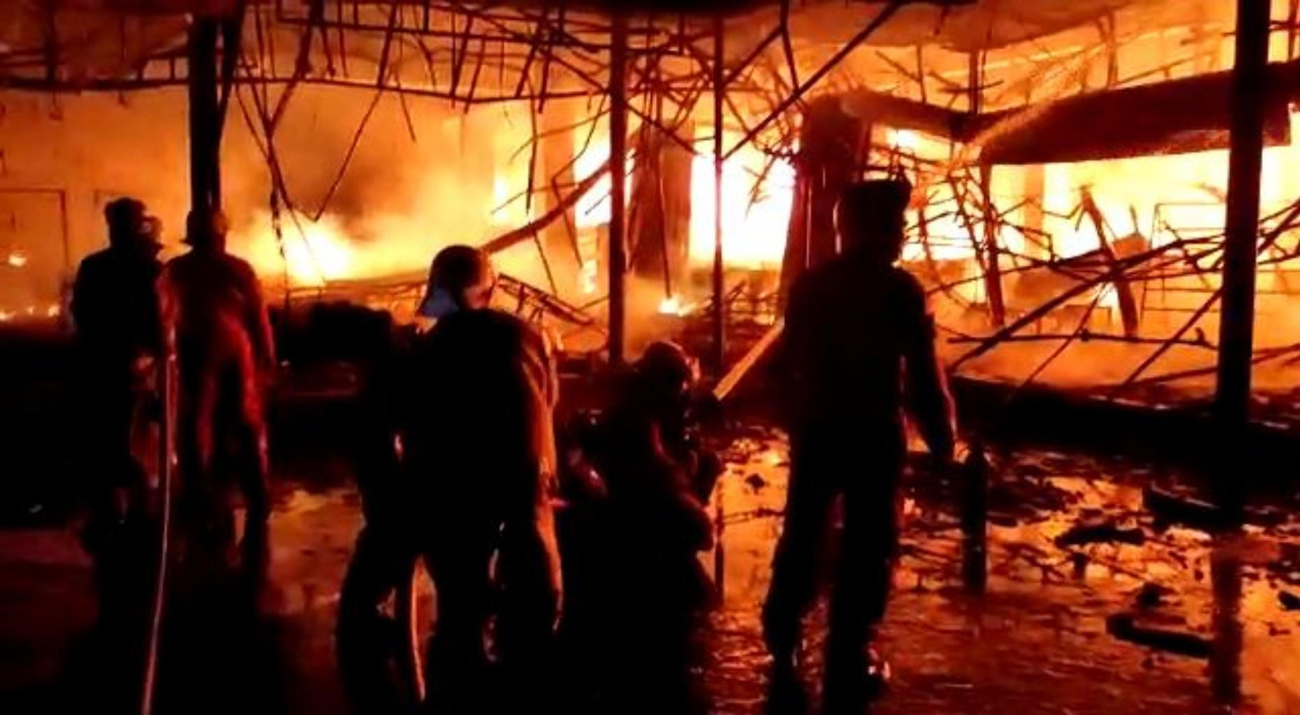 Sebegini Taksiran Kerugian Kebakaran di Toko Swalayan Cahaya - JPNN.com