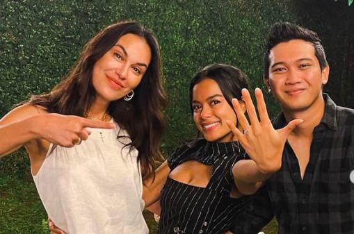 Tangis Haru Eva Celia Dilamar Sang Kekasih, Disaksikan Sophia Latjuba & Indra Lesmana - JPNN.com