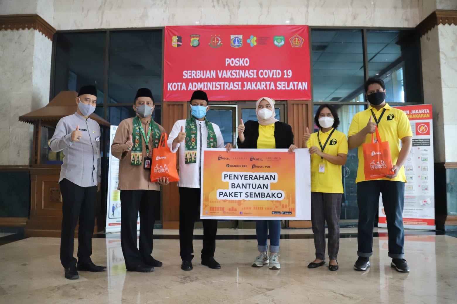 Baqoel Group Serahkan Bantuan 300 Paket Sembako ke Pemkot Jaksel - JPNN.com