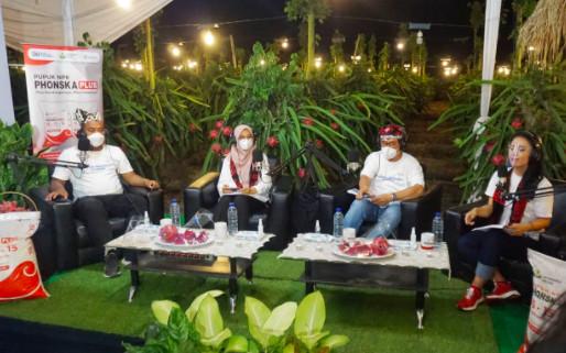 Hari Tani Nasional, Pupuk Indonesia Panen Buah Naga Hingga Gelar Talkshow Bareng Petani Muda - JPNN.com