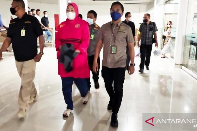 Bu Ade yang Ditangkap Tim Intelijen di Cilodong Dieksekusi ke Lapas Tual - JPNN.com