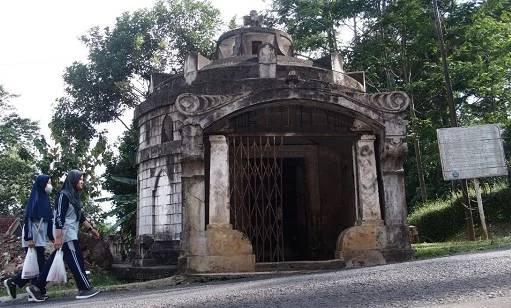 Misteri Makam Bergaya Eropa di Kuningan yang Sudah Ada Sejak 1912 - JPNN.com