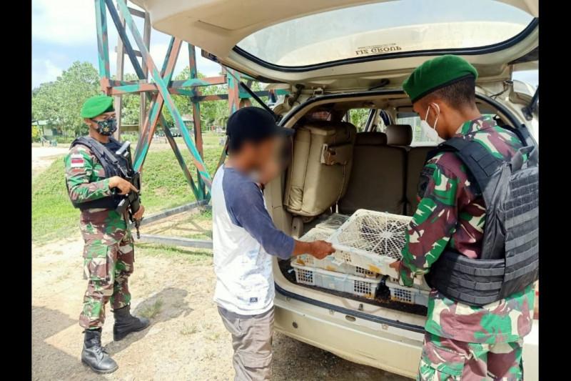 Pasukan TNI Geledah Mobil, Hasilnya Mencengangkan - JPNN.com