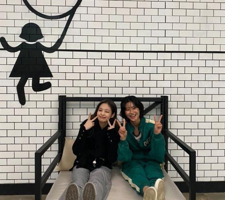 Jung Ho Yeon Bagikan Momen Manis bareng Jennie BLACKPINK - JPNN.com
