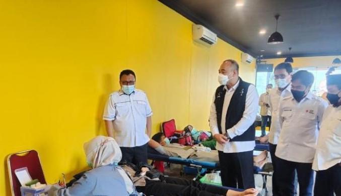 Ribuan Warga Vaksinasi di Kantor DPD Golkar Jakarta, Sinovac & AstraZeneca - JPNN.com