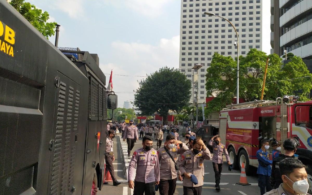 BEM SI Bakal Demo di Gedung KPK, Polisi dan Kendaraan Pengurai Massa Dikerahkan - JPNN.com