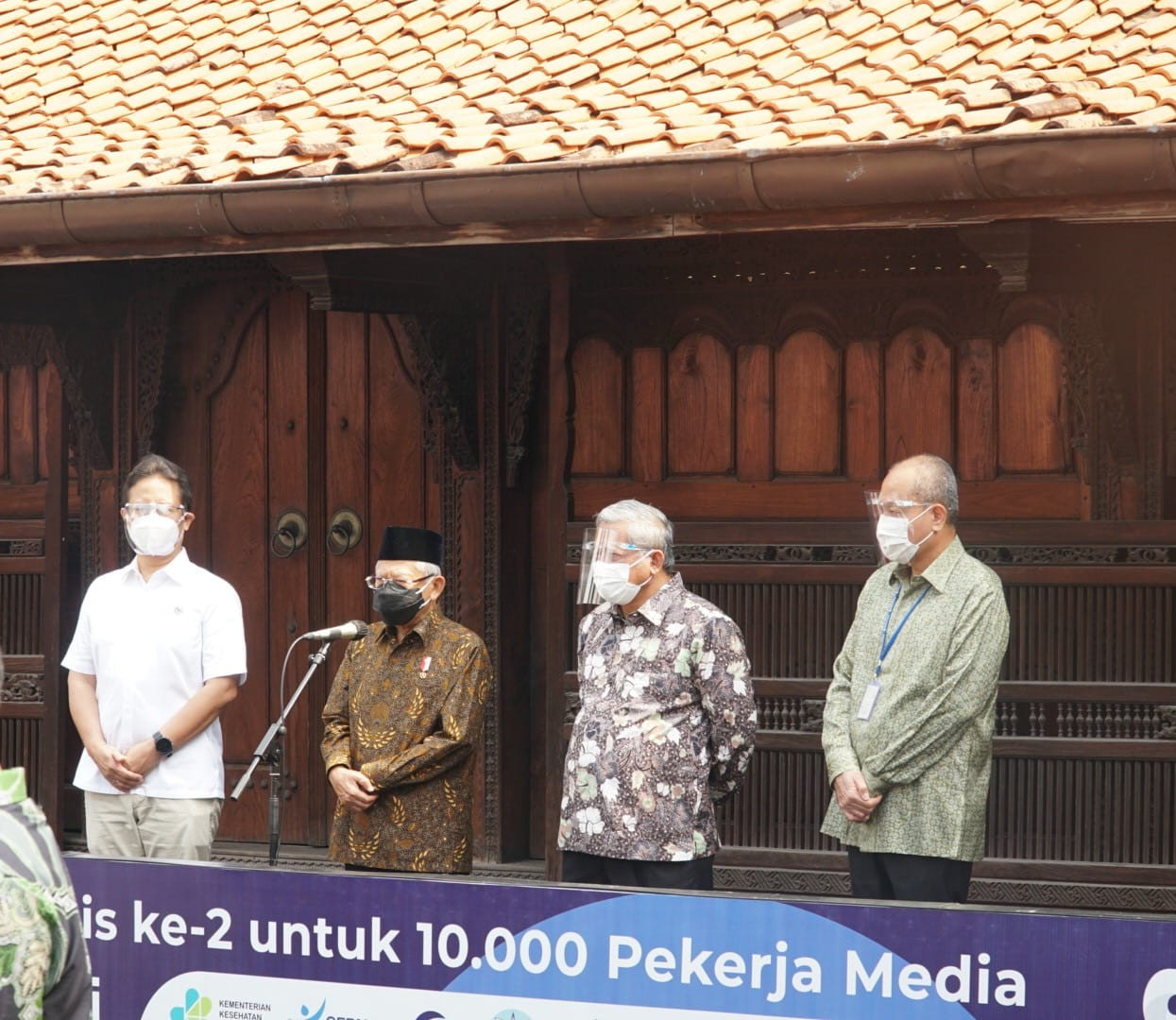 Wapres Ma'ruf Amin Kunjungi Sentra Vaksinasi Covid-19 Neoclinic - JPNN.com
