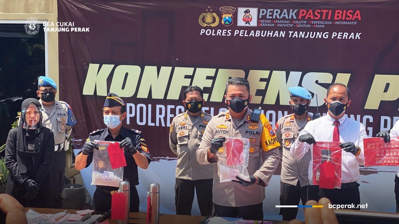 Bea Cukai dan Polres Tanjung Perak Ungkap Modus Penyelundupan Sabu dari Malaysia - JPNN.com
