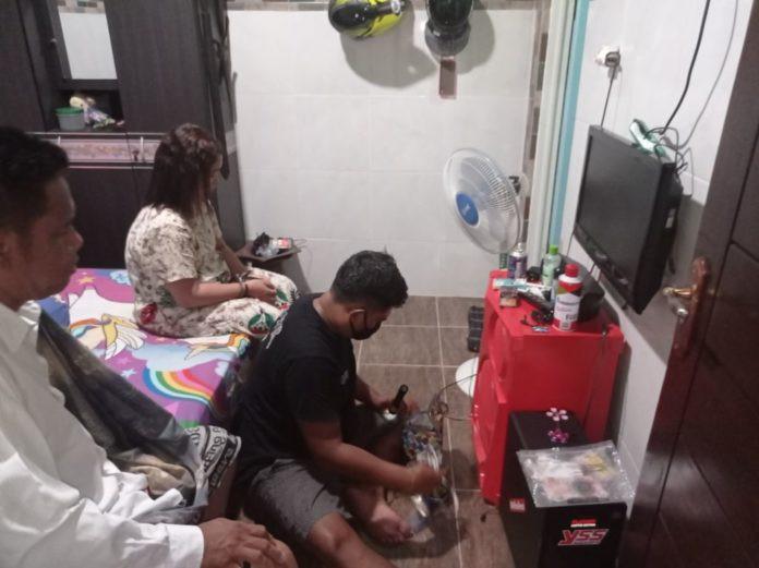 Ibu dan Anak Gadis Digerebek saat Berbuat Terlarang Bareng Pria di Rumah, Astaga - JPNN.com