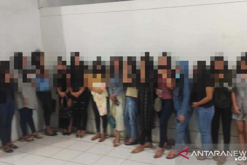 16 Wanita Pemandu Karaoke Diamankan, 9 Orang Dikirim keAndam Dewi - JPNN.com