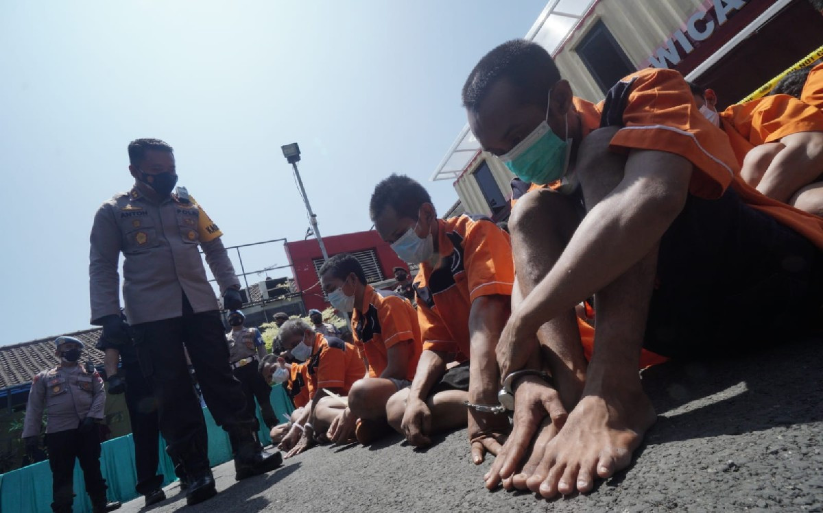 3 Komplotan Pencuri Mengadang Truk Bermuatan Garam, saat Dikemudikan Malah Mogok - JPNN.com