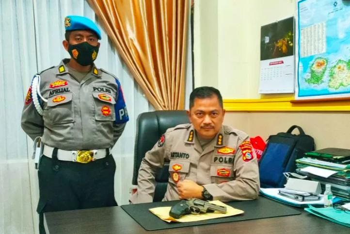 BriptuIMP Bareng Debt Collector Menagih Utang, Pamer Pistol, Perintah Kapolda Tegas - JPNN.com