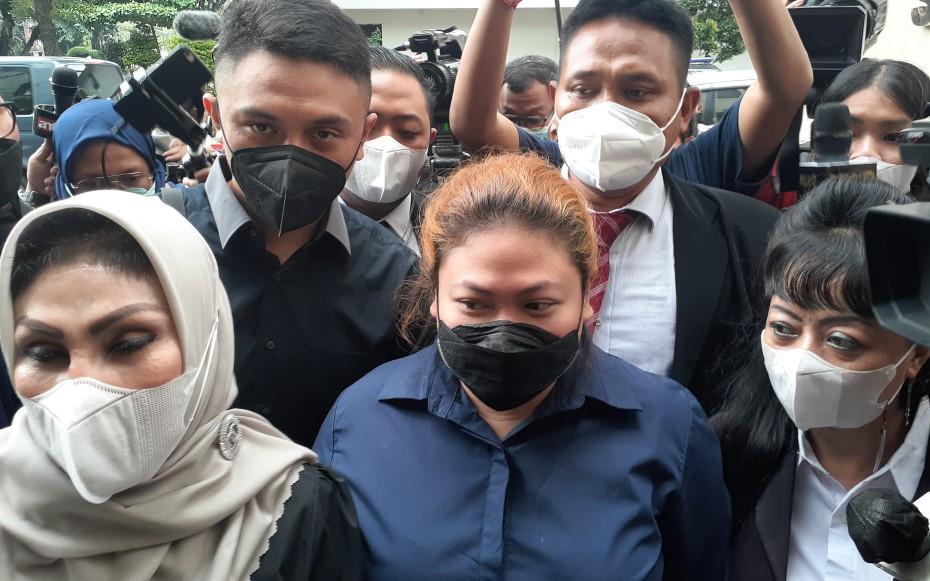 5 Fakta Terbaru Soal Kasus Penipuan Anak Nia Daniaty - JPNN.com