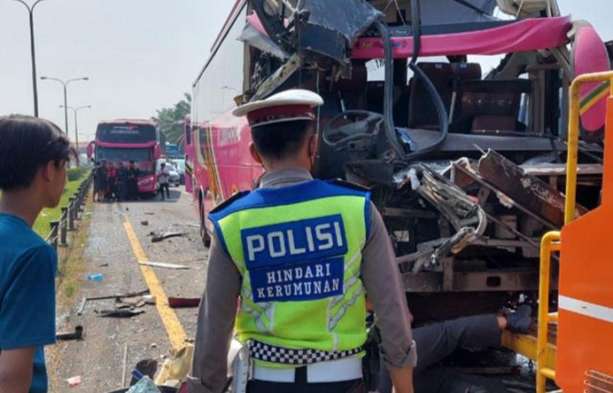 Tabrakan Beruntun di Tol Tangerang-Merak, 1 Orang Tewas Terjepit, Begini Kondisinya - JPNN.com