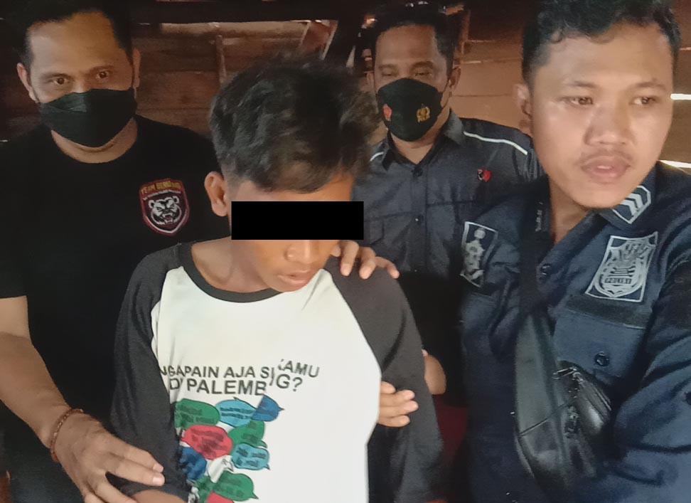 Bapak-Anak Sama Bejatnya, Korban Mereka Masih Keluarga Sendiri, Astaga - JPNN.com