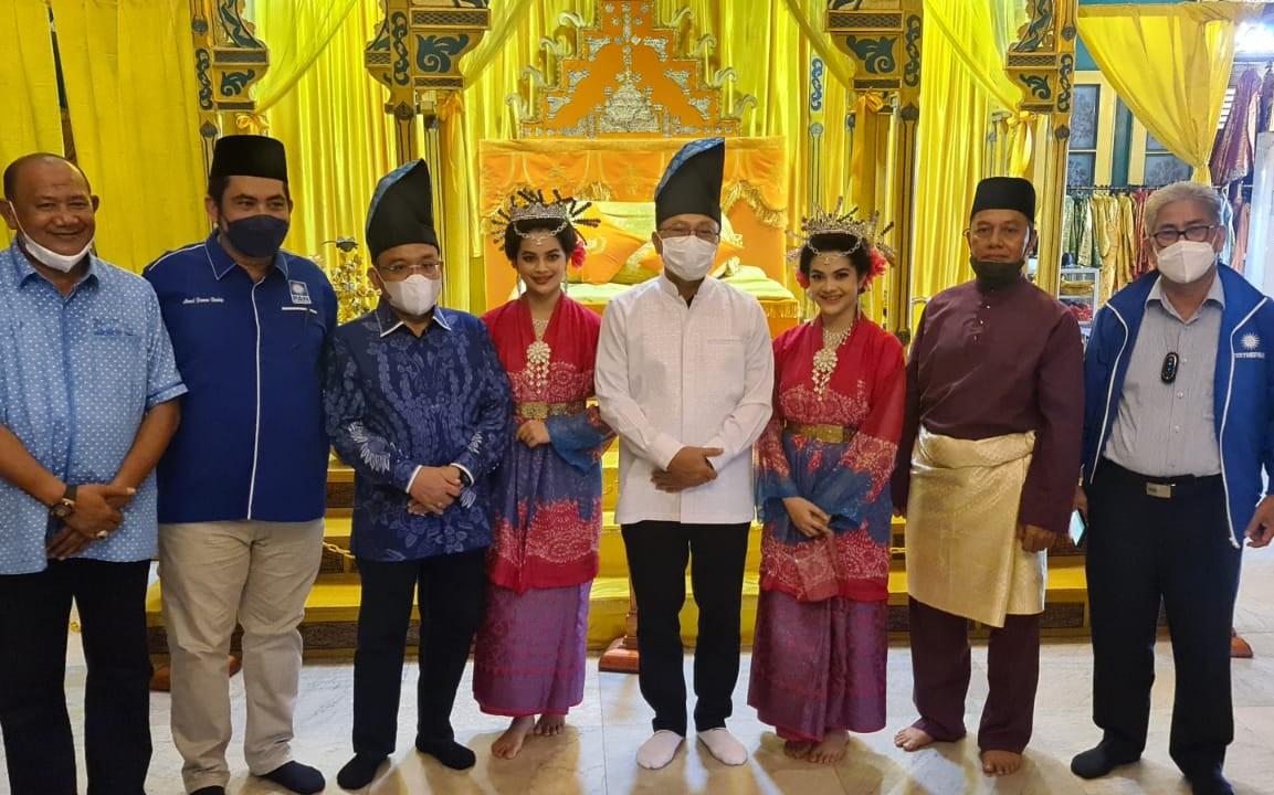 Berkunjung ke Istana Maimun, Zulhas Minta Cagar Budaya Dijaga - JPNN.com