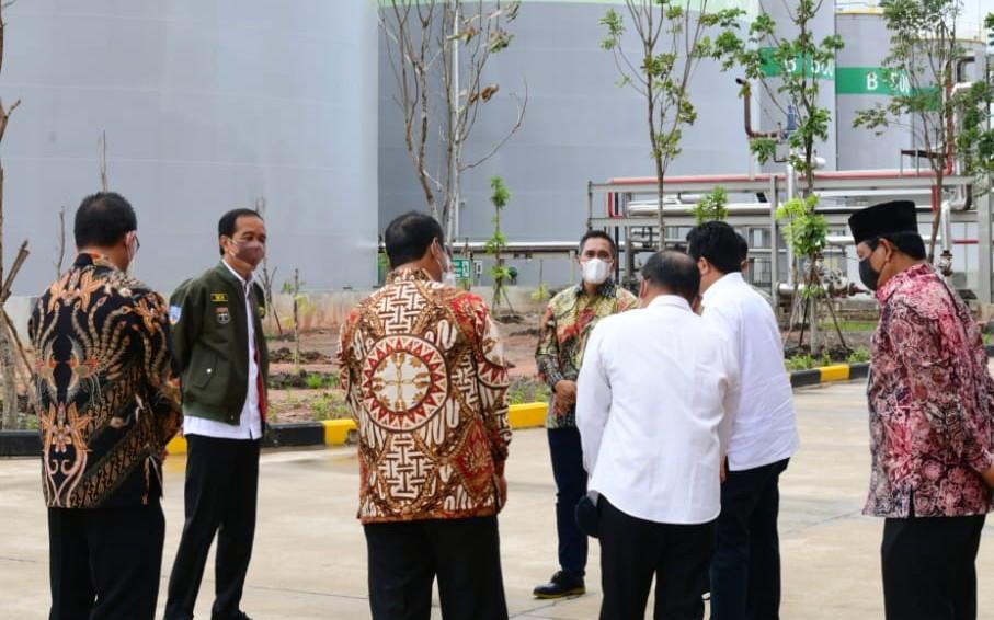 Jokowi Sampaikan Hormat kepada Haji Isam di Peresmian Pabrik Biodiesel Jhonlin - JPNN.com