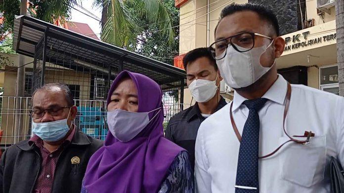 Rabara Roku Laporkan Oknum Polwan Berpangkat AKBP, Surati Kapolda Juga, Ini Kasusnya - JPNN.com