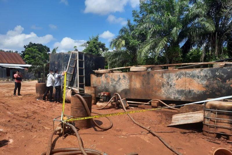 Gudang Penampungan BBM Ilegal di Jambi Digerebek, Hasilnya Lihat Sendiri - JPNN.com