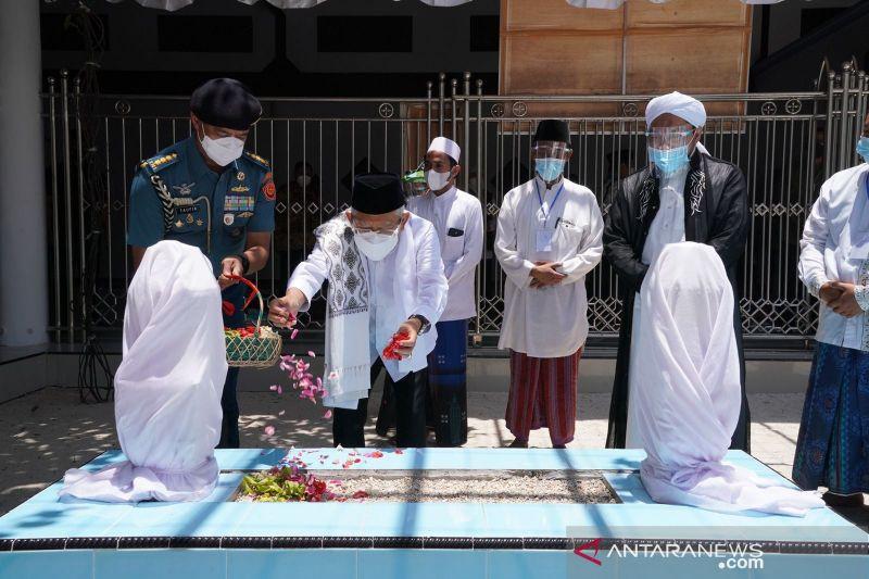 Mengenal Sosok Pahlawan Nasional KHR As'ad Syamsul Arifin - JPNN.com