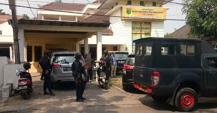 Usai Obok-obok Sekretariat IKA-Muba, KPK Bawa Beberapa Berkas - JPNN.com