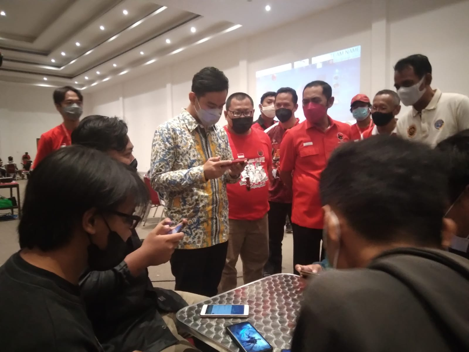 Gibran Buka Turnamen Esports Piala Ketua DPC PDIP Kota Surakarta, Sebegini Hadiahnya - JPNN.com