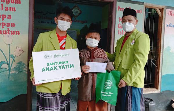 Rayakan Hari Santri, NU Care-LAZISNU dan Tokopedia Santuni Santri Yatim - JPNN.com