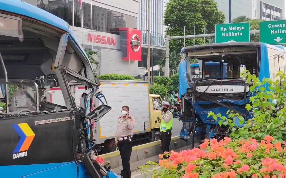 Ini Jawaban Polisi soal Penyebab Kecelakaan 2 Bus TransJakarta di Cawang - JPNN.com