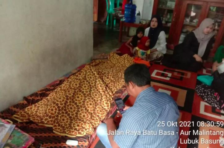 Bangun Subuh, Seorang Ibu Terkejut Lihat Anaknya Berbuat Nekat di Kamar - JPNN.com