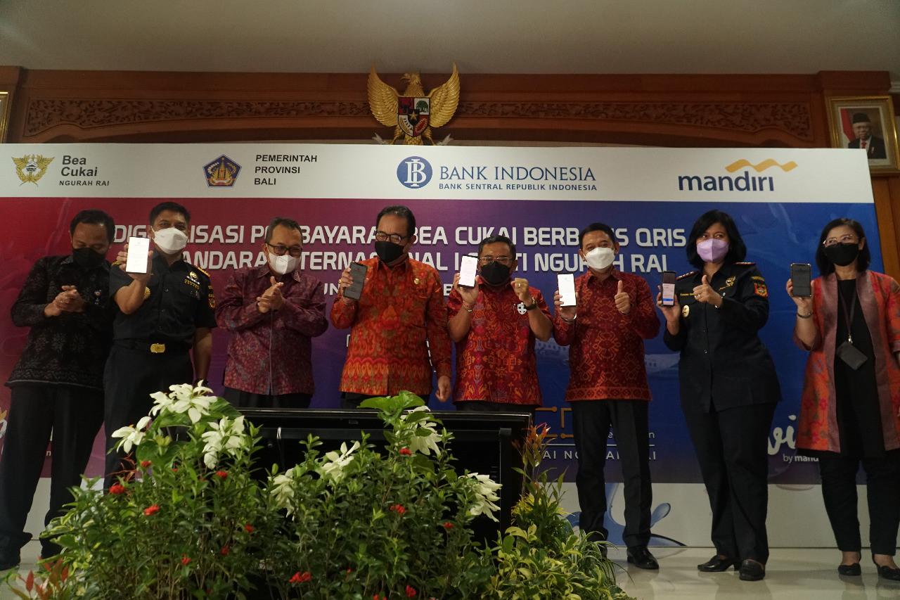 Bea Cukai Meluncurkan Layanan Pembayaran QRIS di Bandara Ngurai Rai Bali - JPNN.com