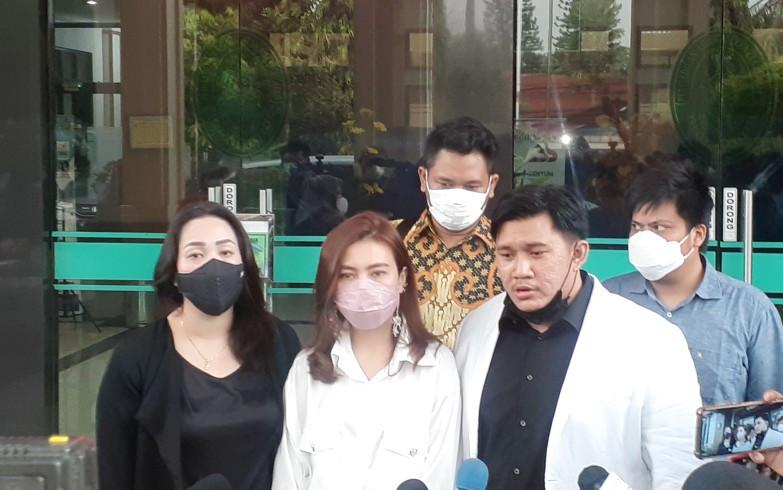 Suami Diduga Selingkuh Dengan Thalita Latief, Irena Fabiola Gugat Cerai - JPNN.com